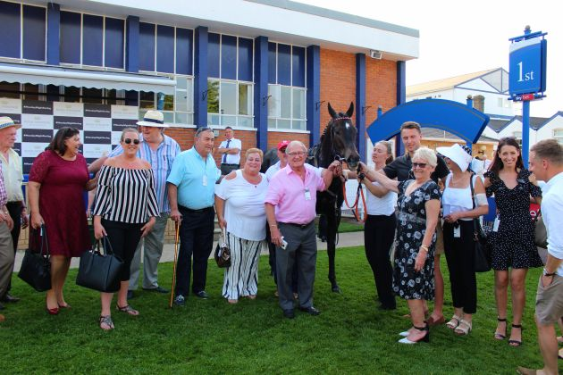 Number 7 SR with Winning Owners @ Windsor 7 May 2018 (orig) resized