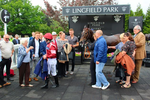 Number 9 SR, Robert, Dean and Happy Owners (orig) @ Lingfield 29 May 2018 resized